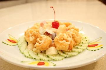 Fried Prawn Salad with Fruits